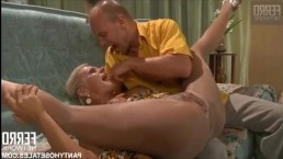 Дочь сосет у отца и глотает сперму после мощного секса