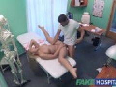 Порно видео, русская порнуха: осмотр у врача закончился для тёлки
