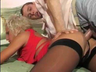 Брюнетка приняла сперму в жопу после жесткого анала