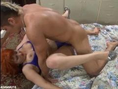 Секс с рыжей пышкой вместе с молодым партнером