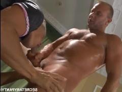 Порно актриса худая блондинка трахается с партнером