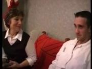 Старая женщина трахается с молодым мастером-телевизионщиком