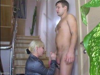 Пышную домохозяйку грубо трахнули против воли и подарили секс-кайф