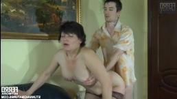 Сочная брюнетка зрелые сиськи показала парню и он отодрал ее в пизду