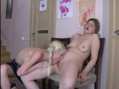 Бесплатный порно ролик: лесбиянки в возрасте полизали друг другу пизду